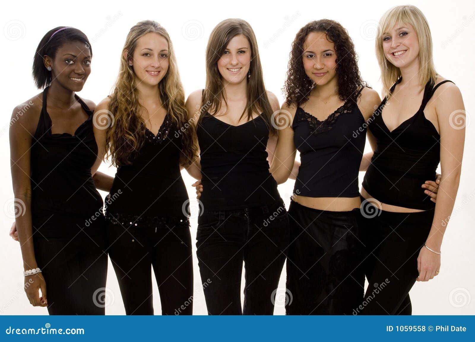 πέντε κορίτσια