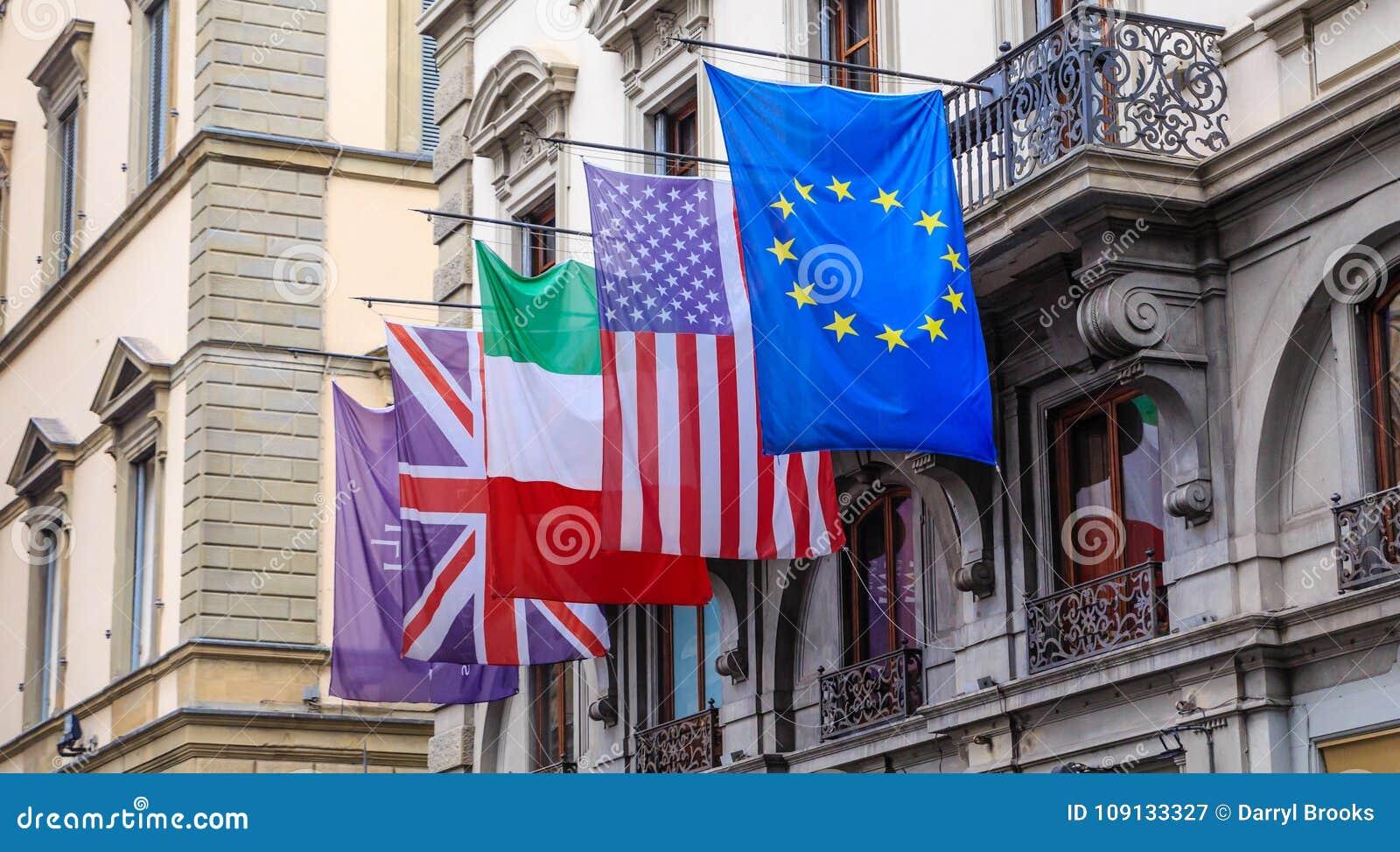 Πέντε σημαίες στη Φλωρεντία