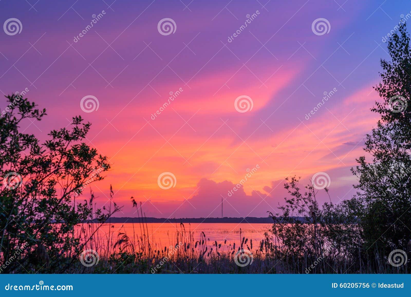 πέρα από το ύδωρ ηλιοβασιλέ