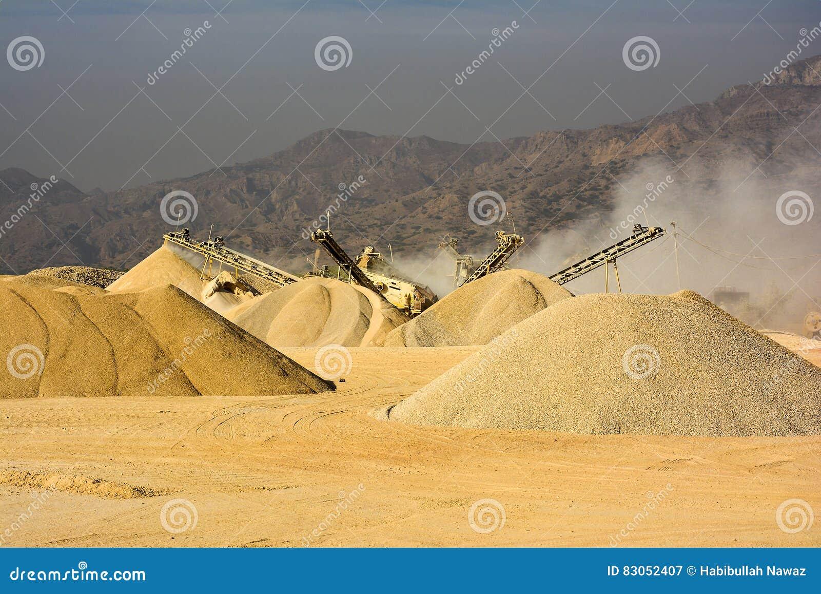 Πέτρινη συντετριμμένη μηχανή - αλατισμένο βουνό Πακιστάν σειράς