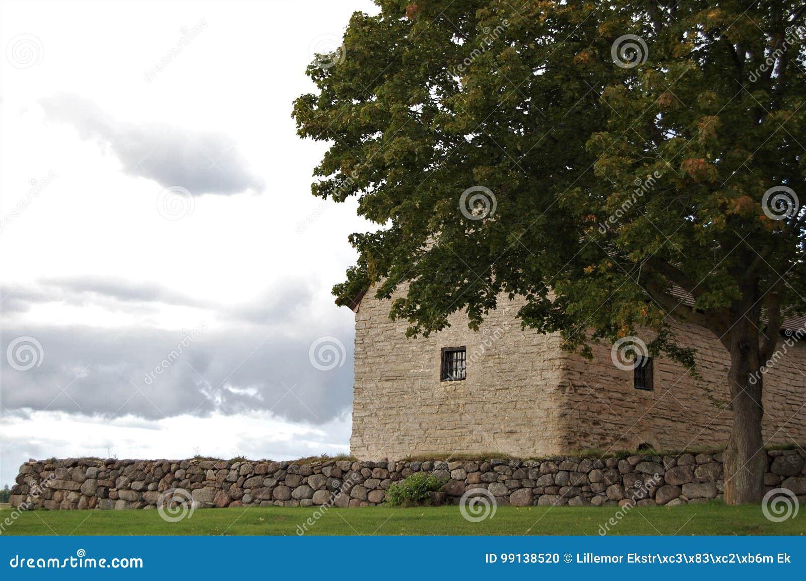 Πέτρινο σπίτι από το 1100 τ