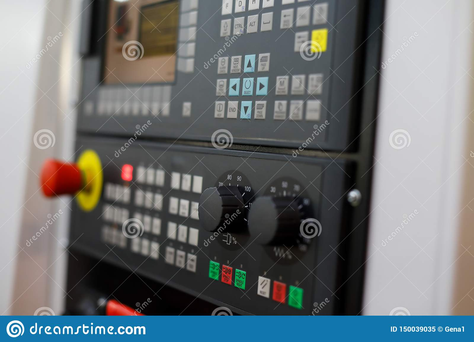 Πίνακας ελέγχου της σύγχρονης CNC μηχανής τόρνου