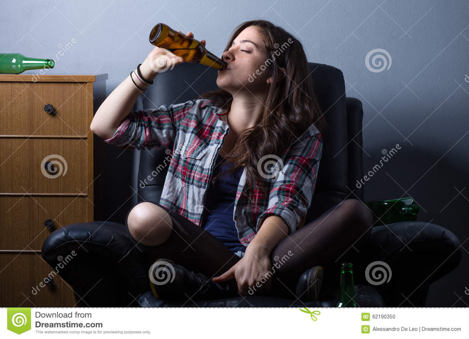 πίνοντας γυναίκα μπύρας