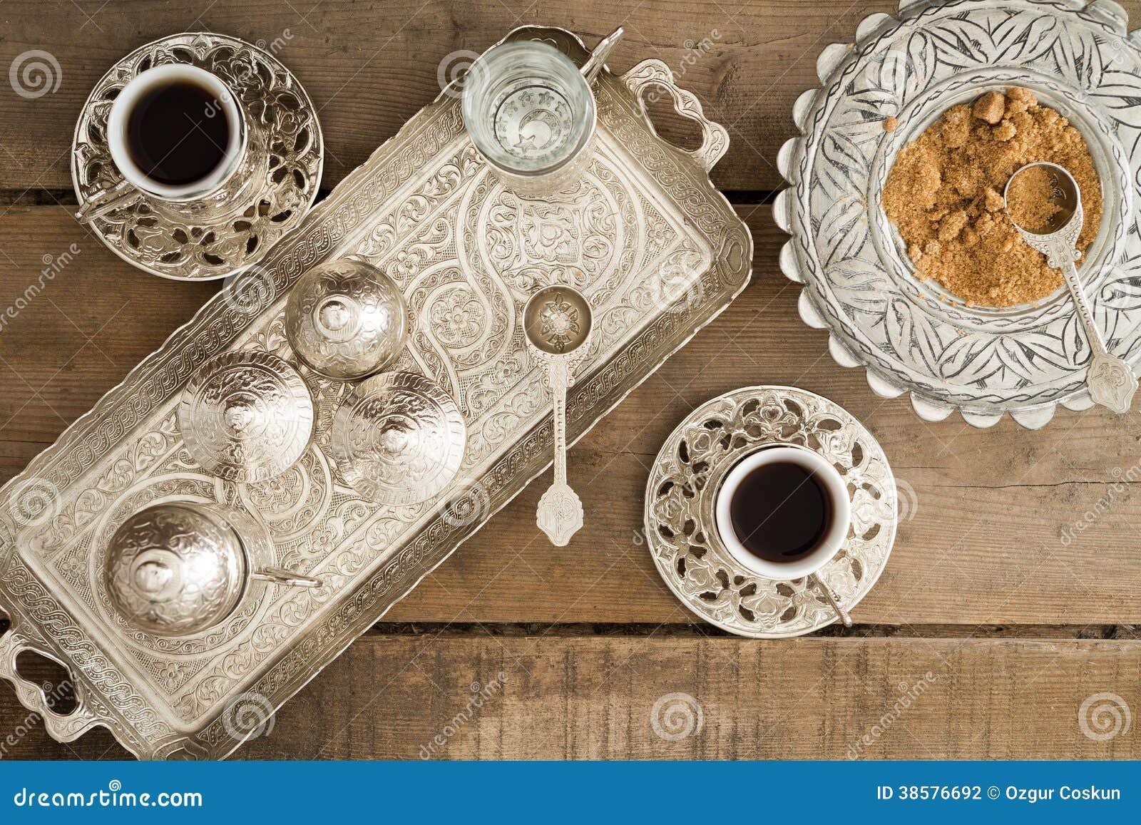 Πίνοντας παραδοσιακός τουρκικός καφές