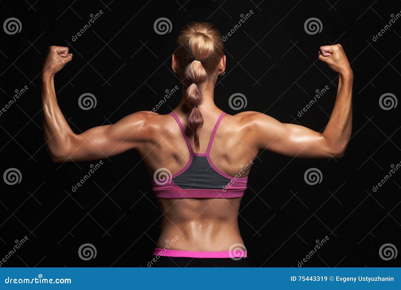Πίσω του αθλητικού κοριτσιού έννοια γυμναστικής μυϊκή γυναίκα ικανότητας, εκπαιδευμένο θηλυκό σώμα