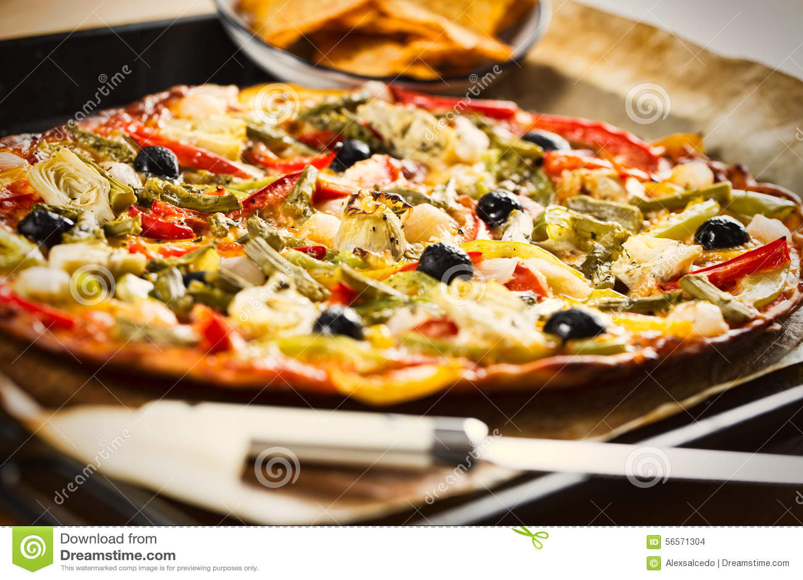 Download Πίτσα λαχανικών στοκ εικόνες. εικόνα από πτυχές, lunch - 56571304
