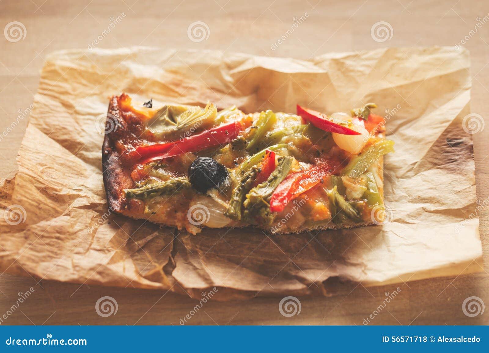 Download Πίτσα λαχανικών στοκ εικόνες. εικόνα από ελιές, ιταλικά - 56571718