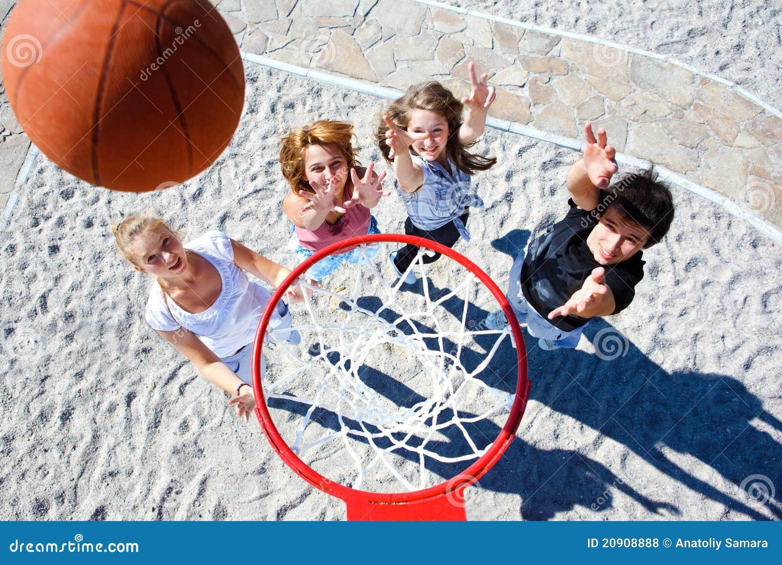 παίζοντας έφηβοι καλαθο