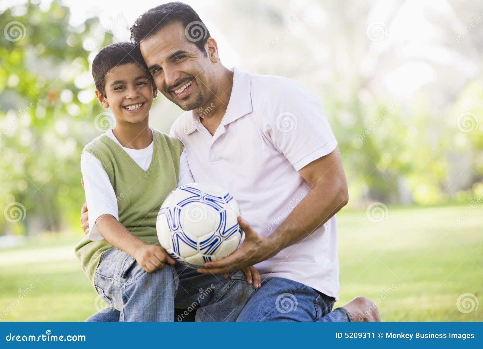 παίζοντας γιος ποδοσφαίρου πατέρων