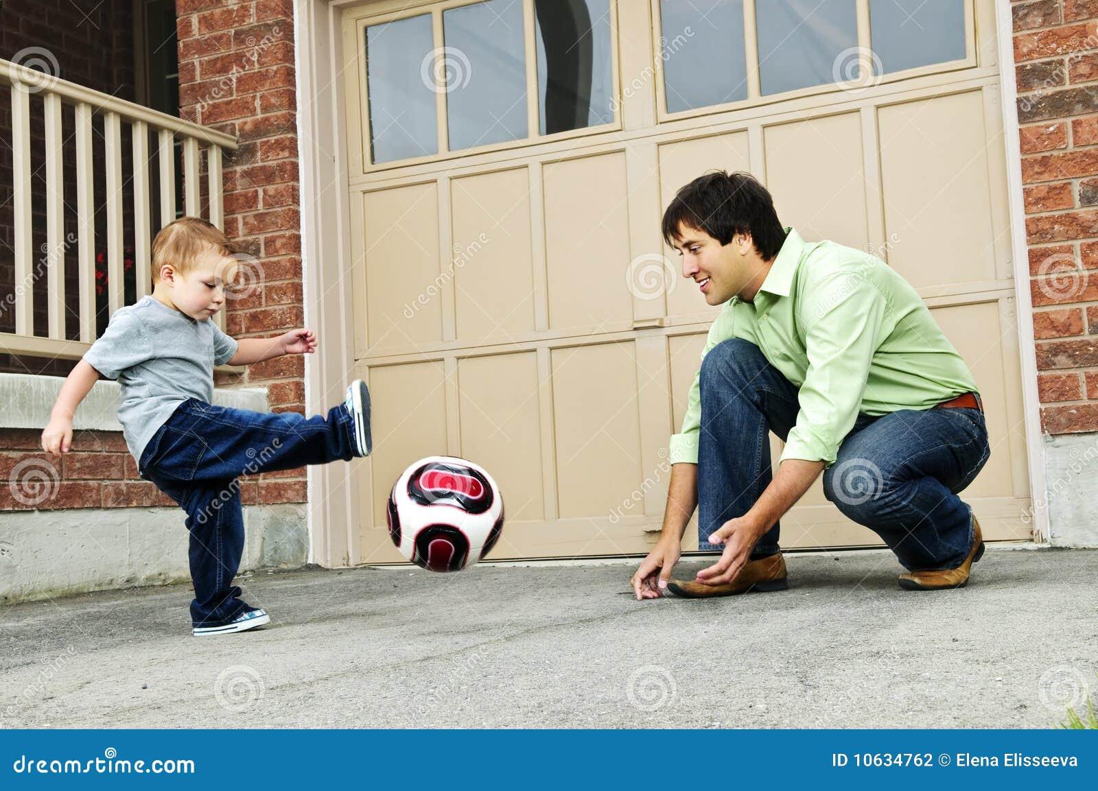 παίζοντας γιος ποδοσφ&alpha