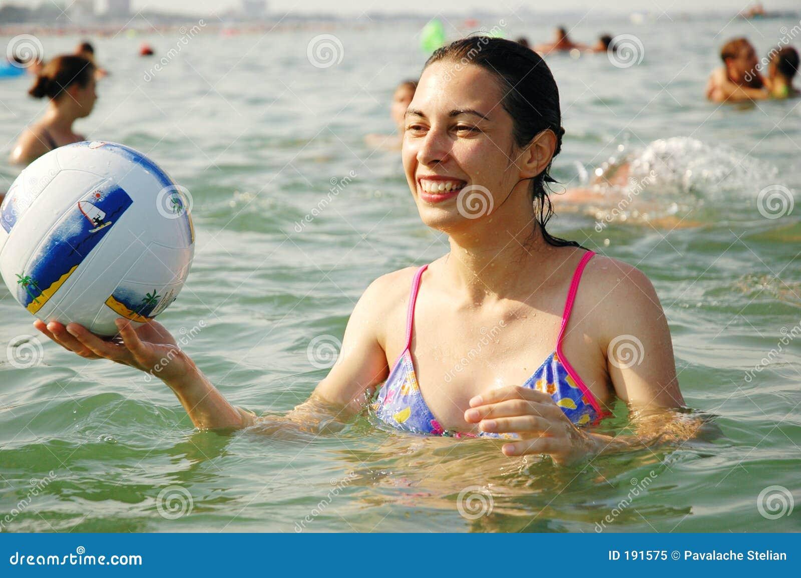 παίζοντας νεολαίες ύδατ&o
