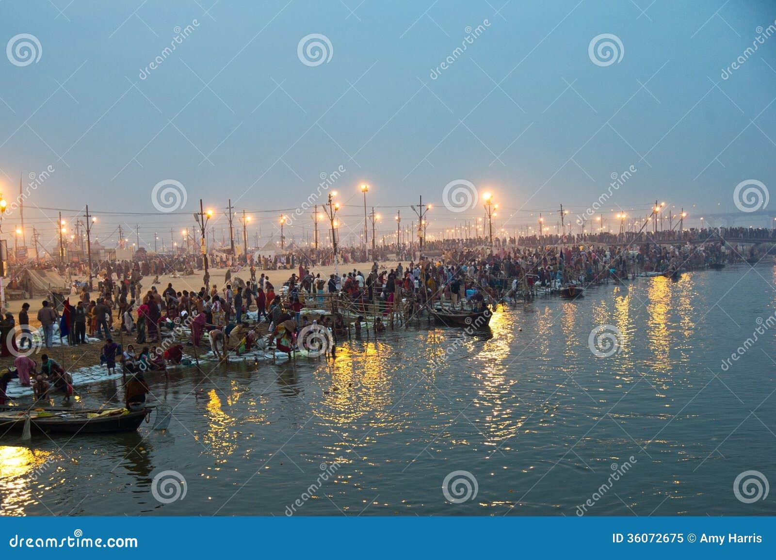 Παγκόσμια μεγαλύτερη ανθρώπινη συλλογή της Ινδίας Kumbh Mela-