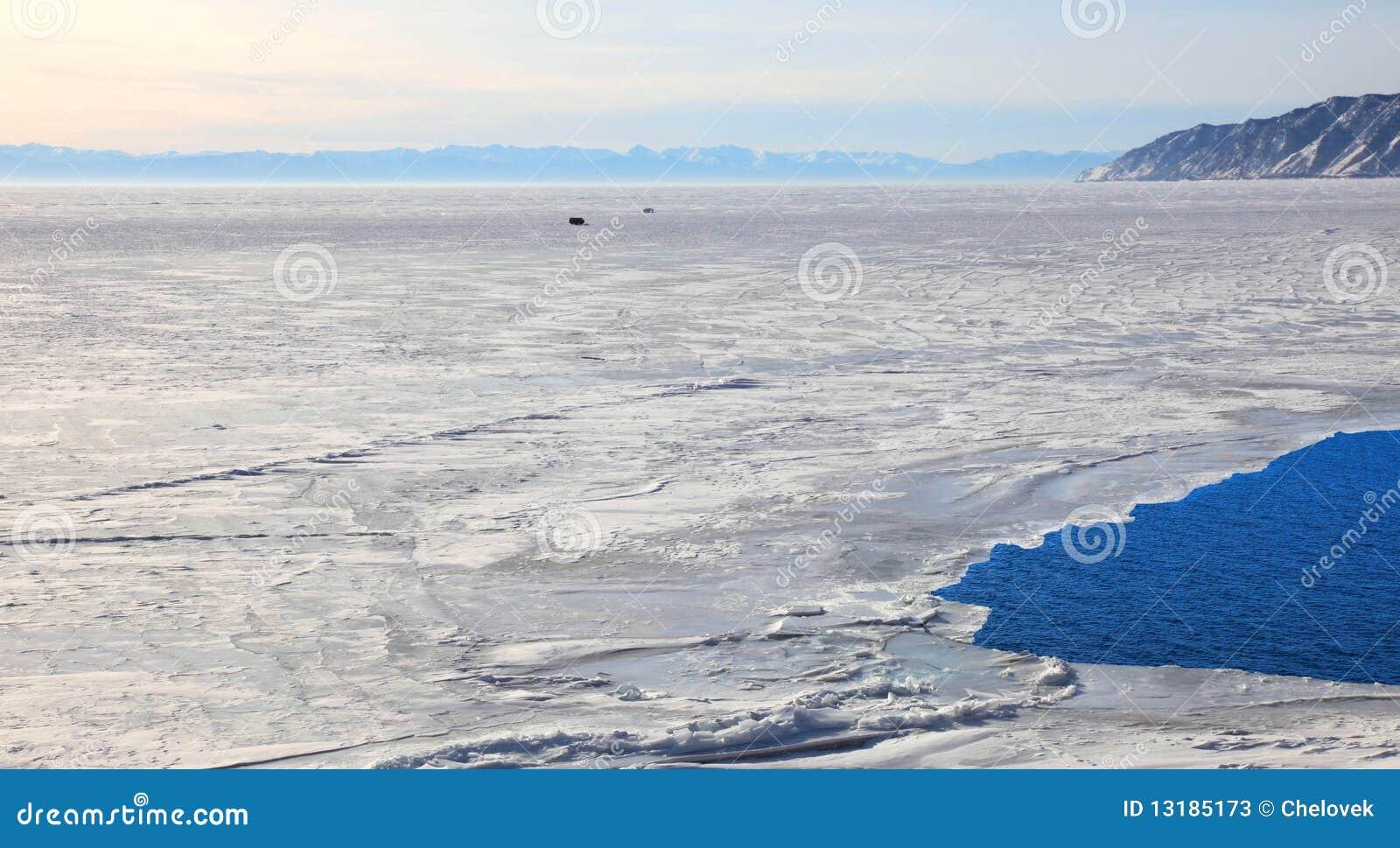 παγωμένη baikal λίμνη