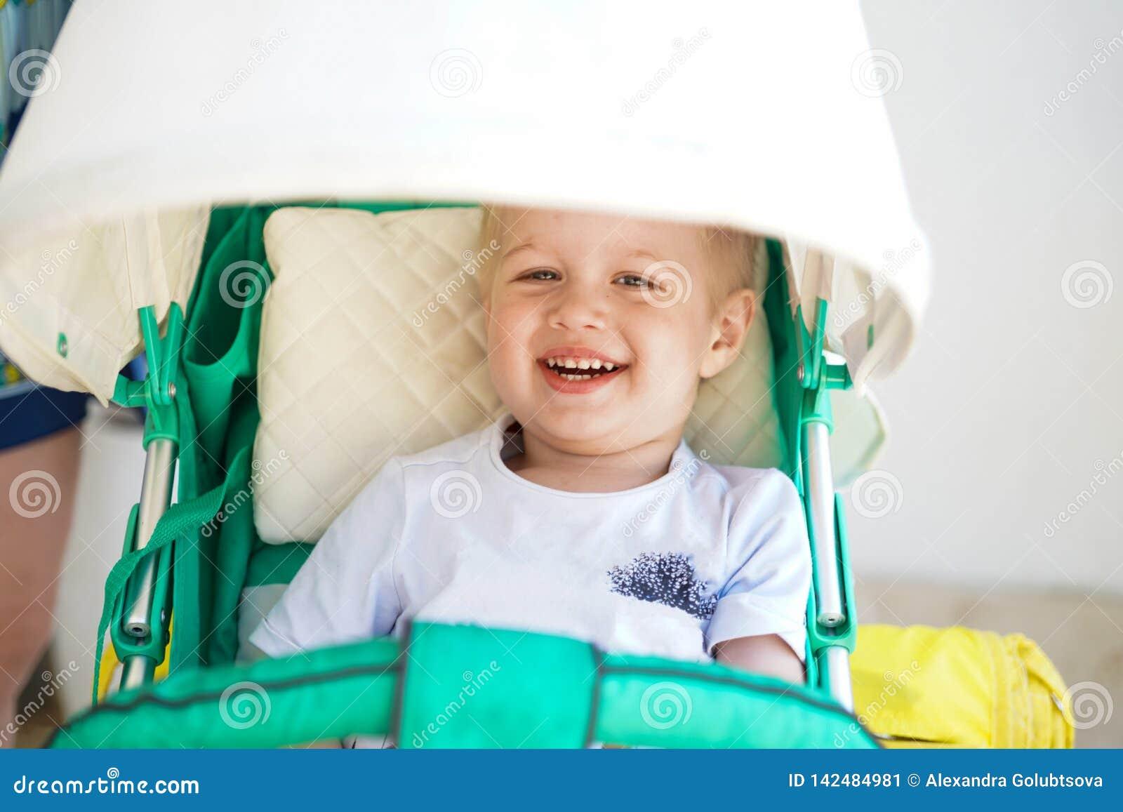 Παιδί στον περίπατο μωρών