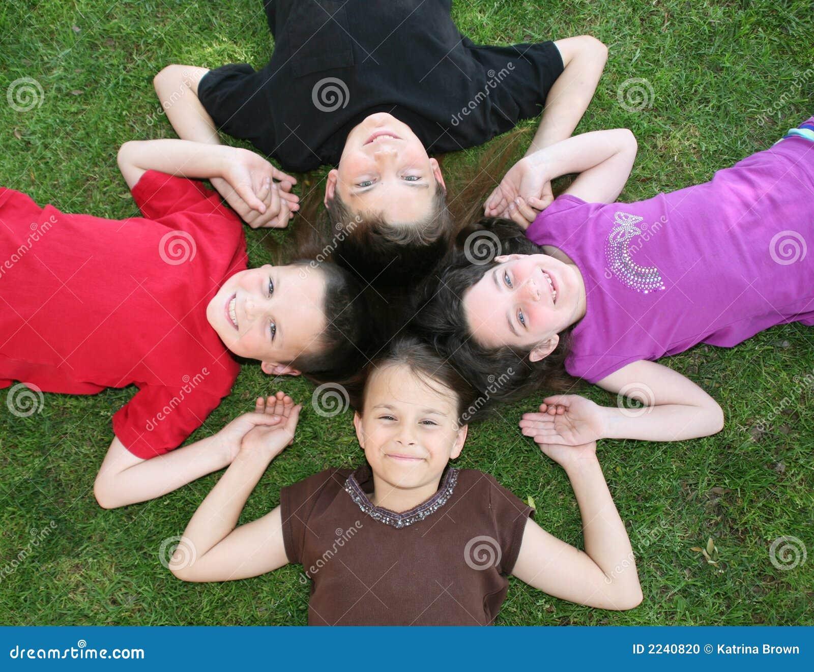 παιδιά τέσσερα ευτυχή