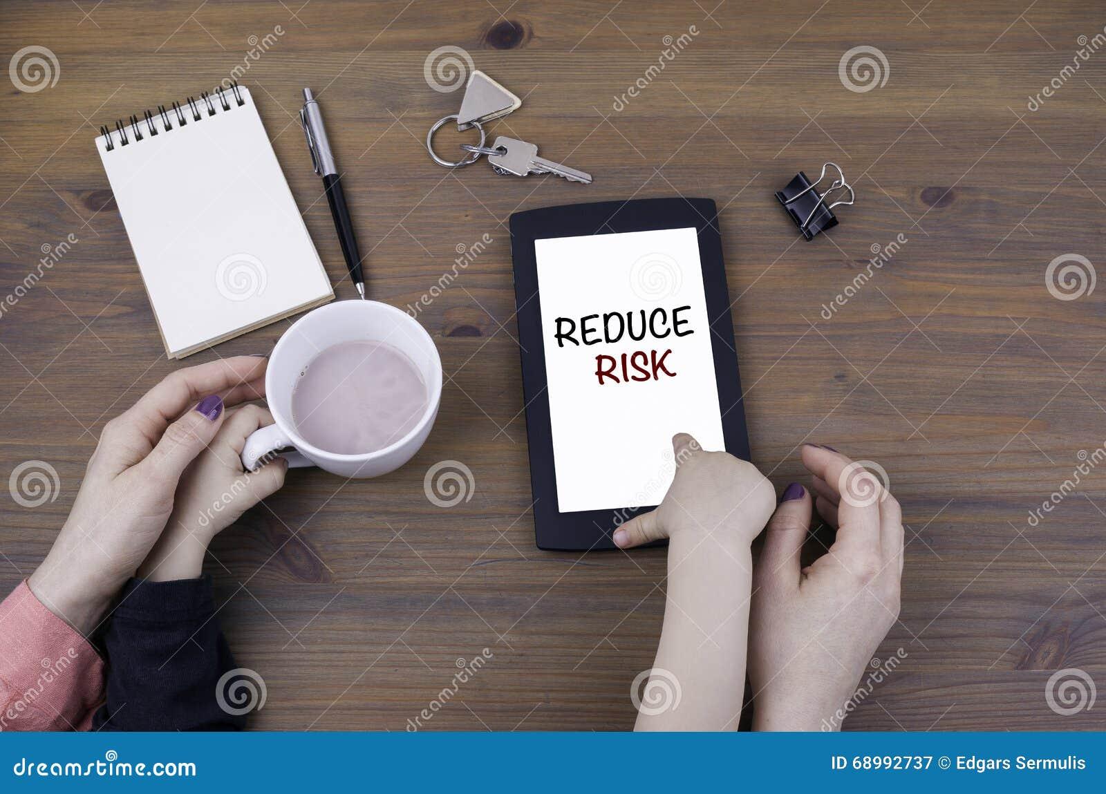 Παιχνίδι μητέρων και παιδιών στον υπολογιστή ταμπλετών Μειώστε τον κίνδυνο