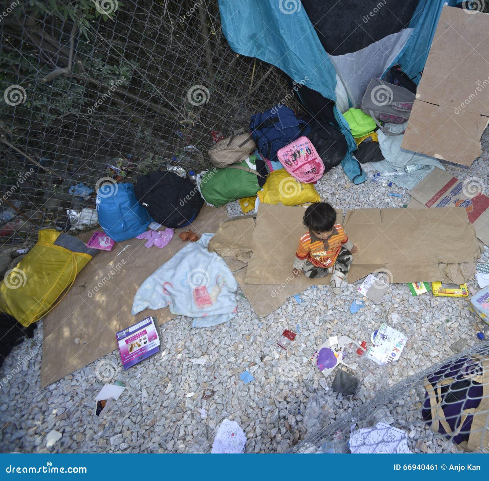 Παιδί προσφύγων στο στρατόπεδο Λέσβος Ελλάδα