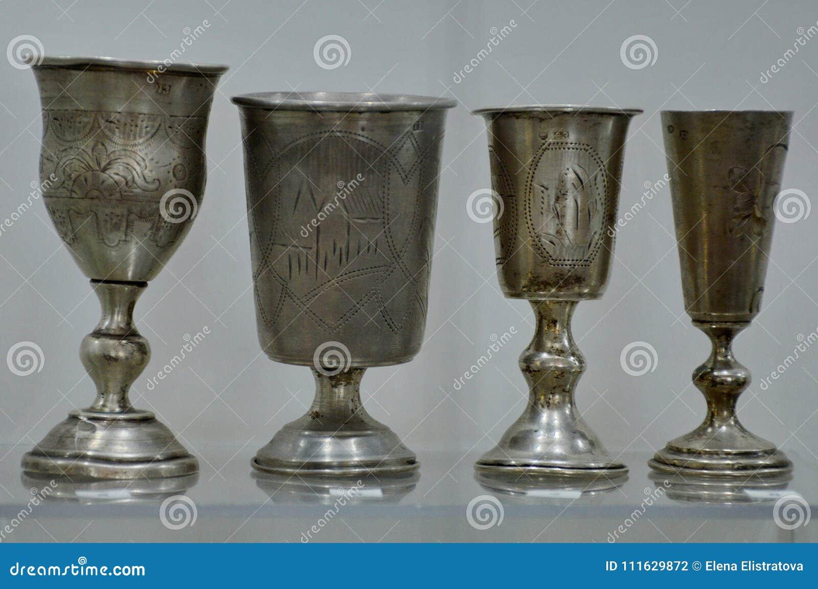 Παλαιά ασημένια Goblets από το Castle στη Λευκορωσία