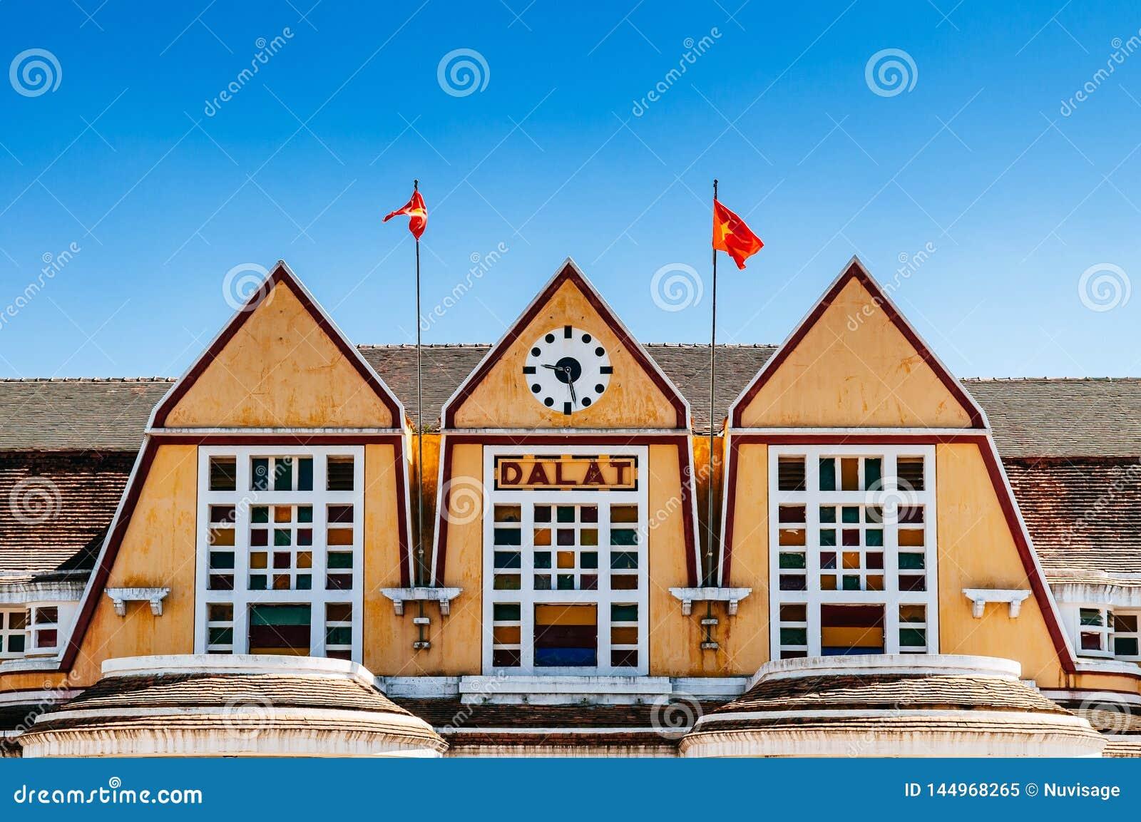 Παλαιά γαλλική αποικιακή αρχιτεκτονική σταθμών τρένου Dalat - Βιετνάμ