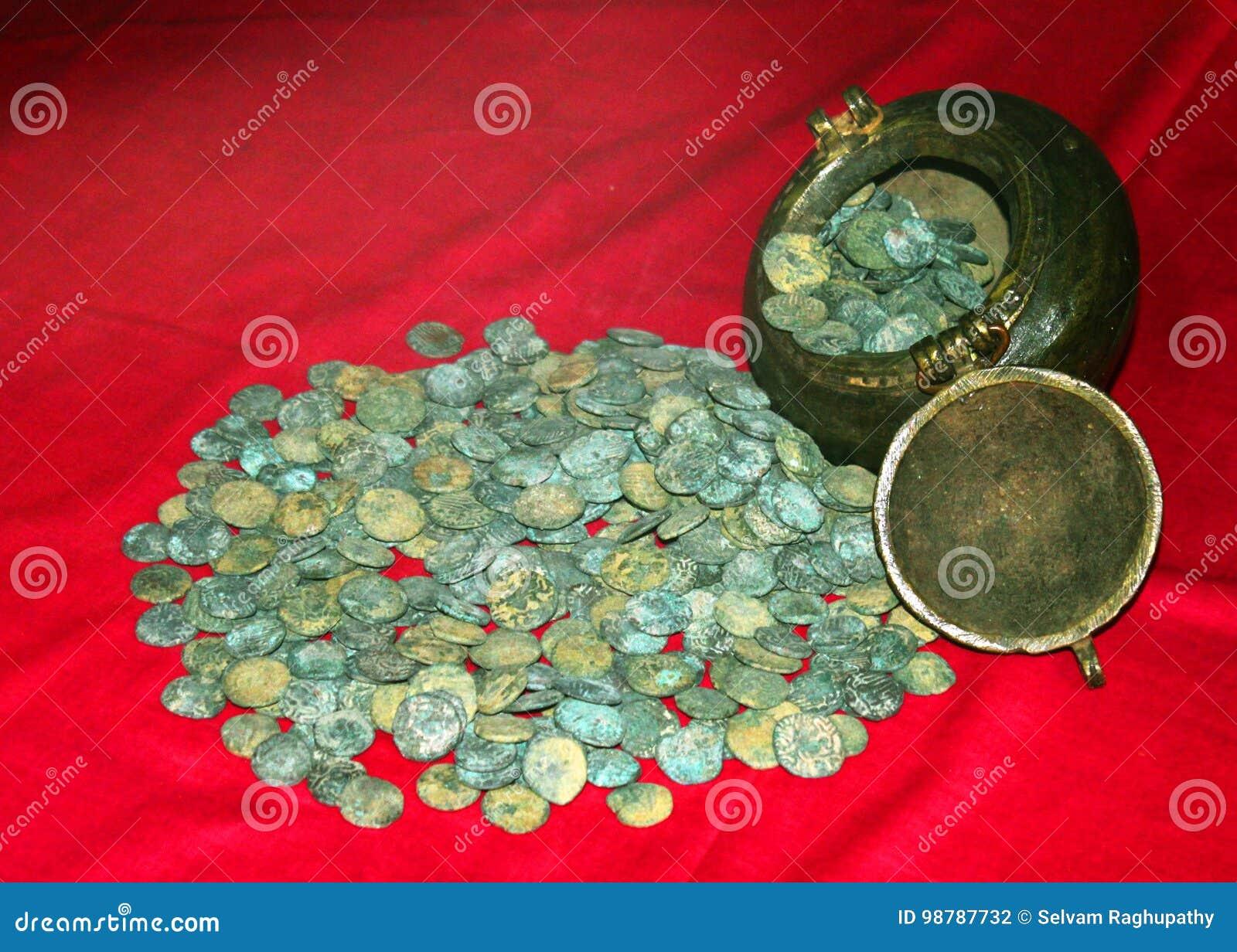 Παλαιά νομίσματα του βασιλιά rajarajan στο μουσείο στο παλάτι maratha thanjavur σύνθετο