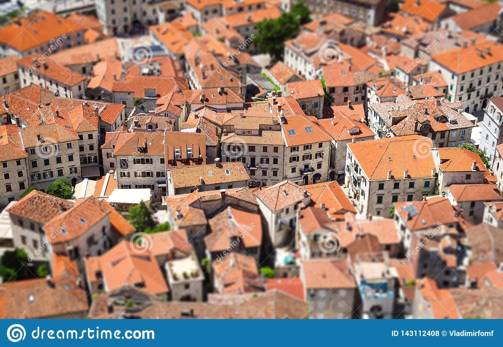 Παλαιά πόλη σε Kotor με την επίδραση κλίση-μετατόπισης Μαυροβούνιο