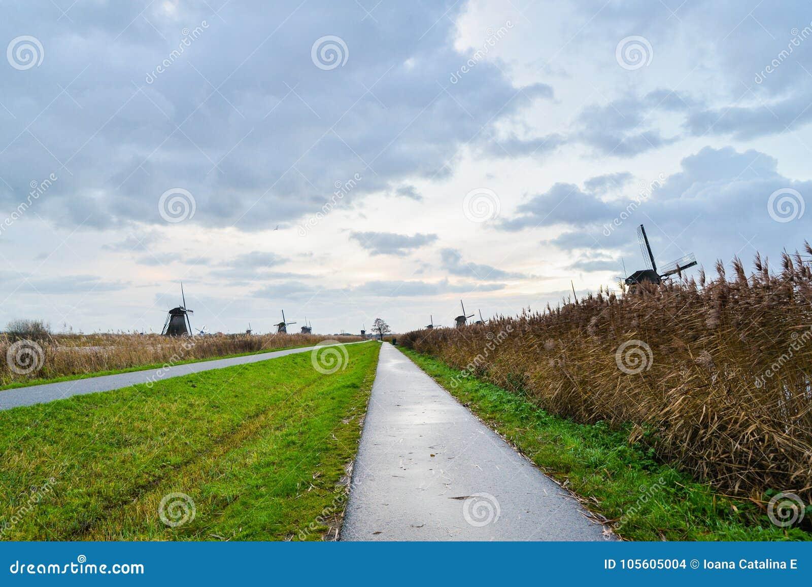 Παλαιοί ανεμόμυλοι σε Kinderdijk στην ανατολή, Ολλανδία, Κάτω Χώρες, ΕΕ