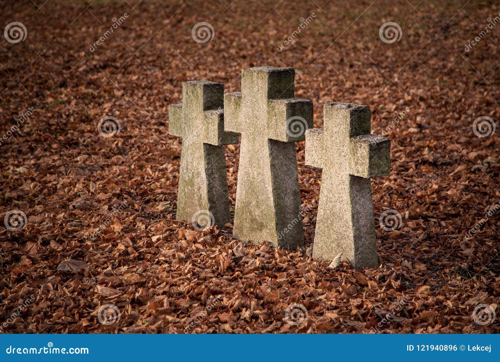 Παλαιοί σταυροί τάφων