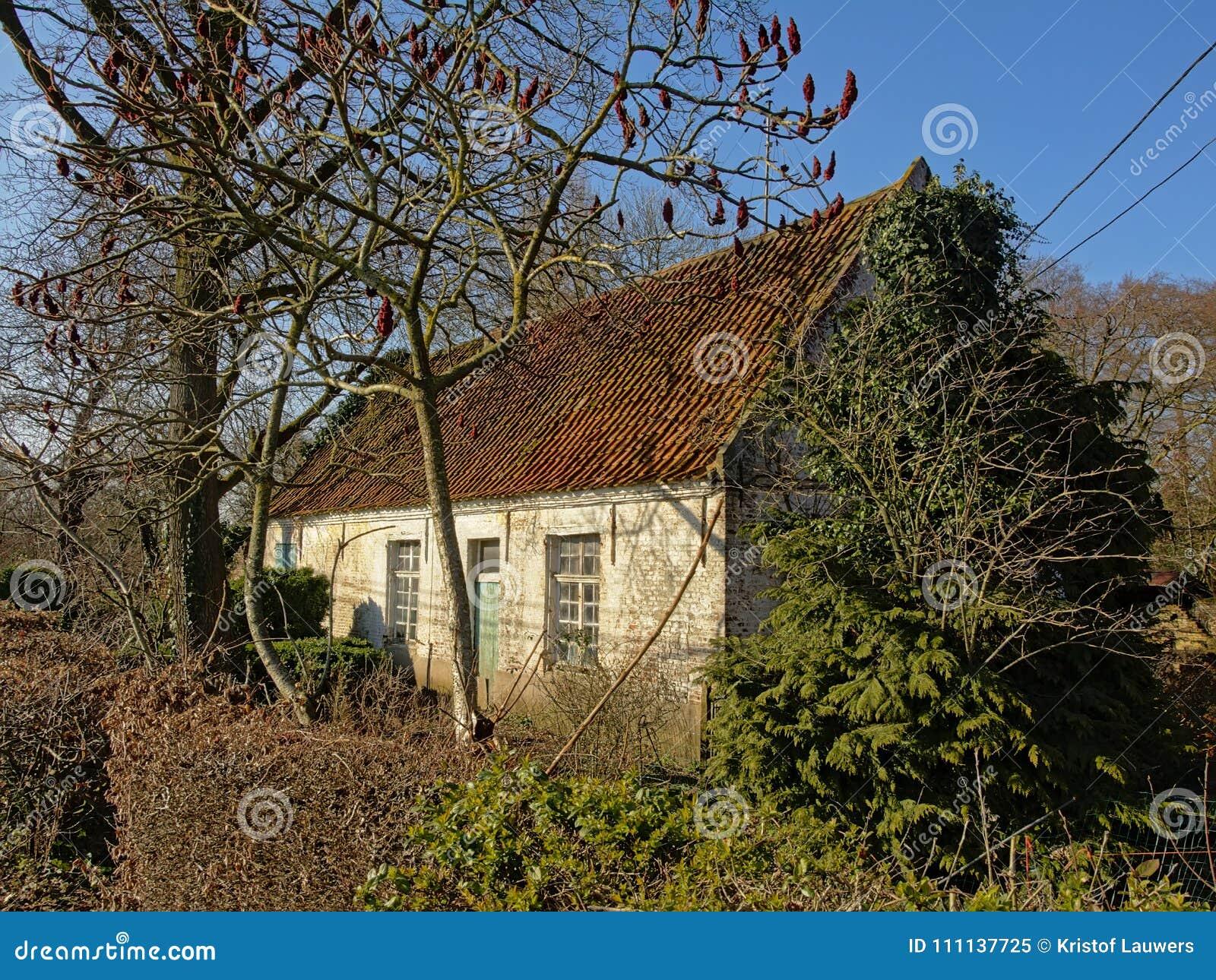 Παλαιός λίγο αγρόκτημα στη Φλαμανδική περιοχή, Βέλγιο