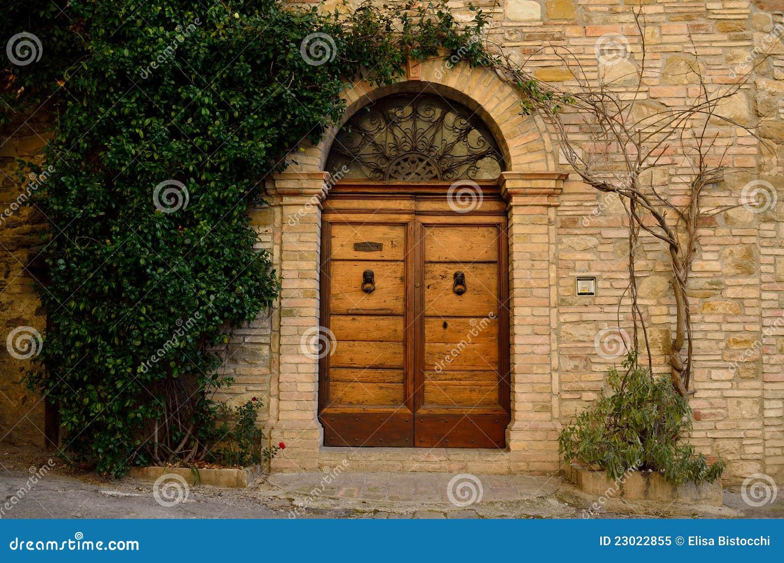 παλαιός ξύλινος πορτών