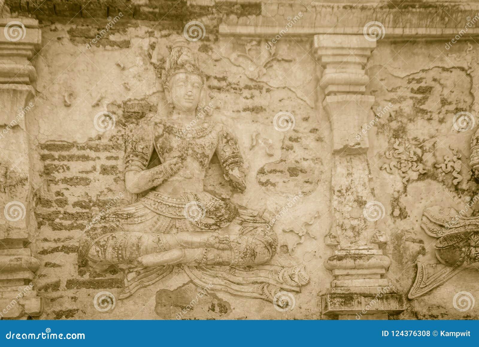 Παλαιός στόκος Βούδας και αριθμοί αγγέλου για έξω από τη Maha Chedi Wat Chet Yot (Wat Jed Yod) ή Wat Photharam Maha Vihara, τ