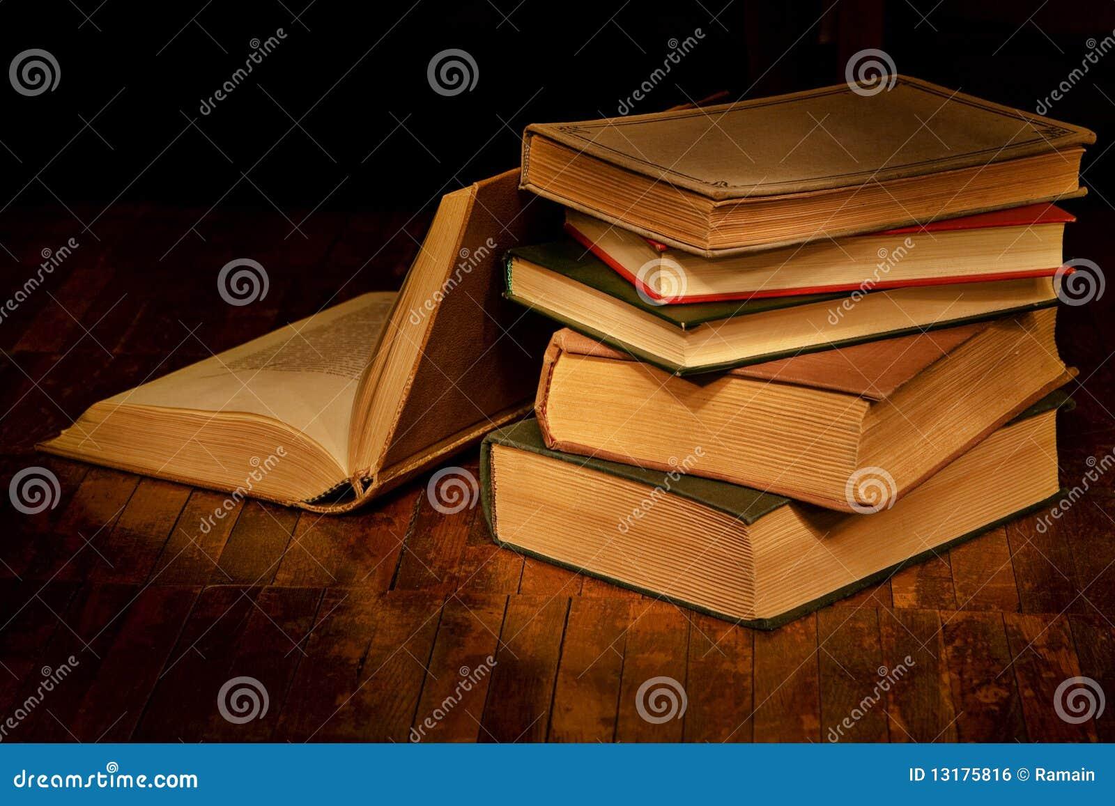 παλαιός σωρός βιβλίων