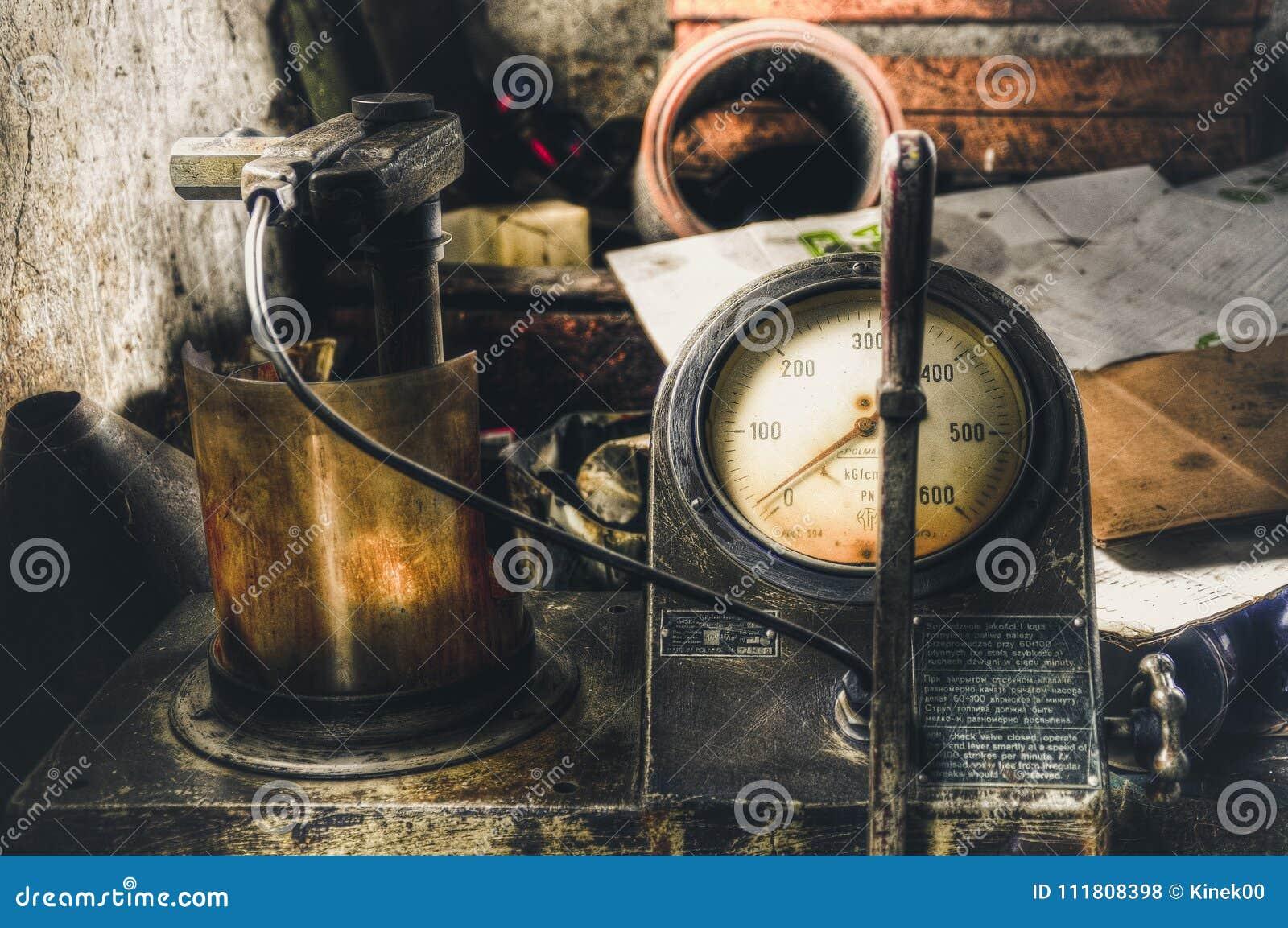 Παλαιό αέριο που μετρά το ρολόι Γίνοντας στην τεχνική HDR