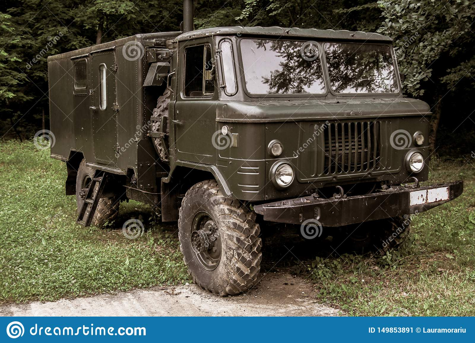 Παλαιό εκλεκτής ποιότητας στρατιωτικό φορτηγό που χρησιμοποιείται στον πόλεμο