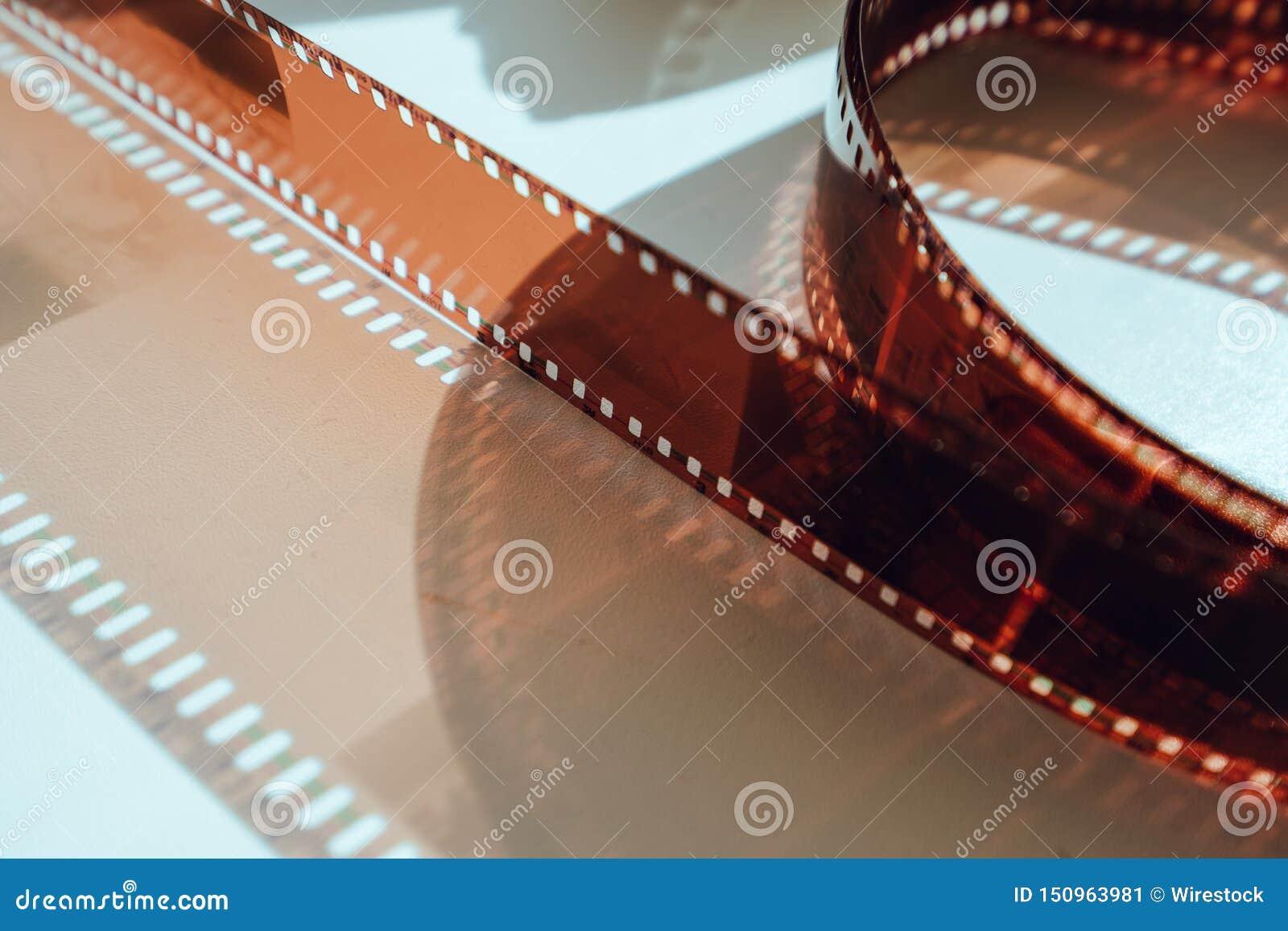 Παλαιό εξέλικτρο ταινιών που αυξάνεται από στενό