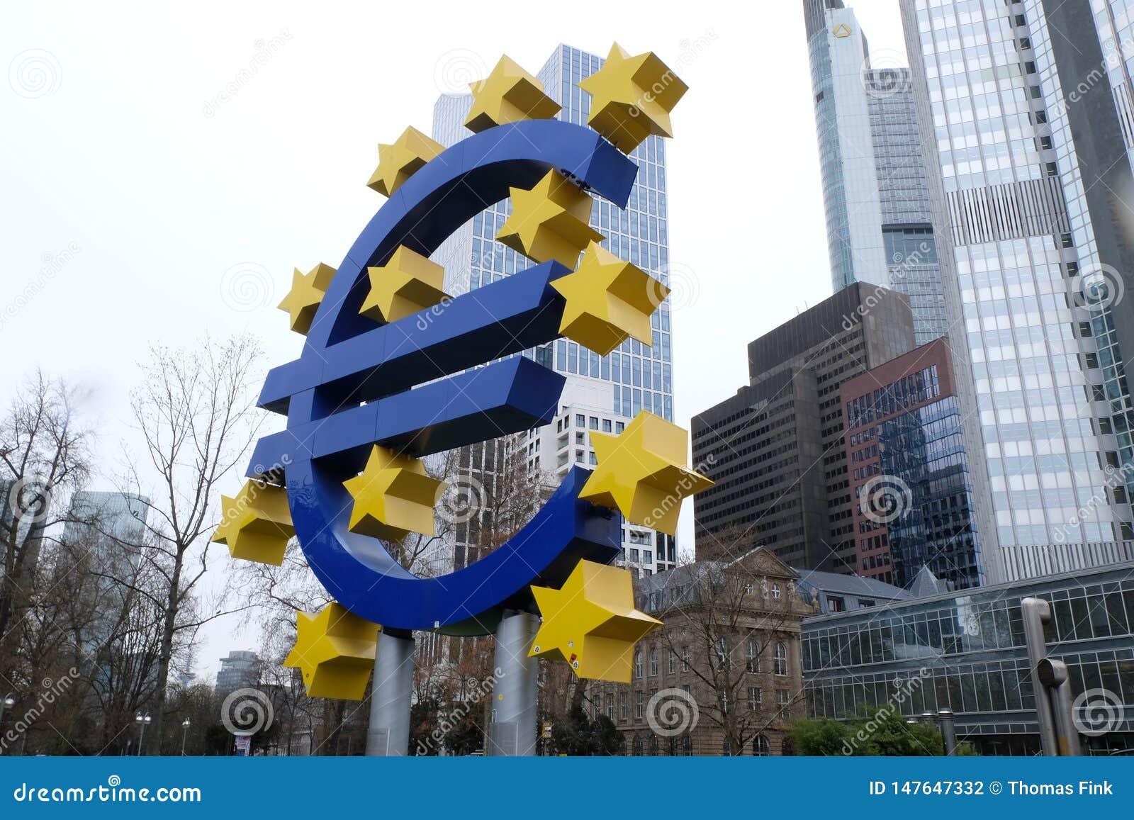 Παλαιό ευρο- σημάδι Ευρωπαϊκής Κεντρικής Τράπεζας στη Φρανκφούρτη