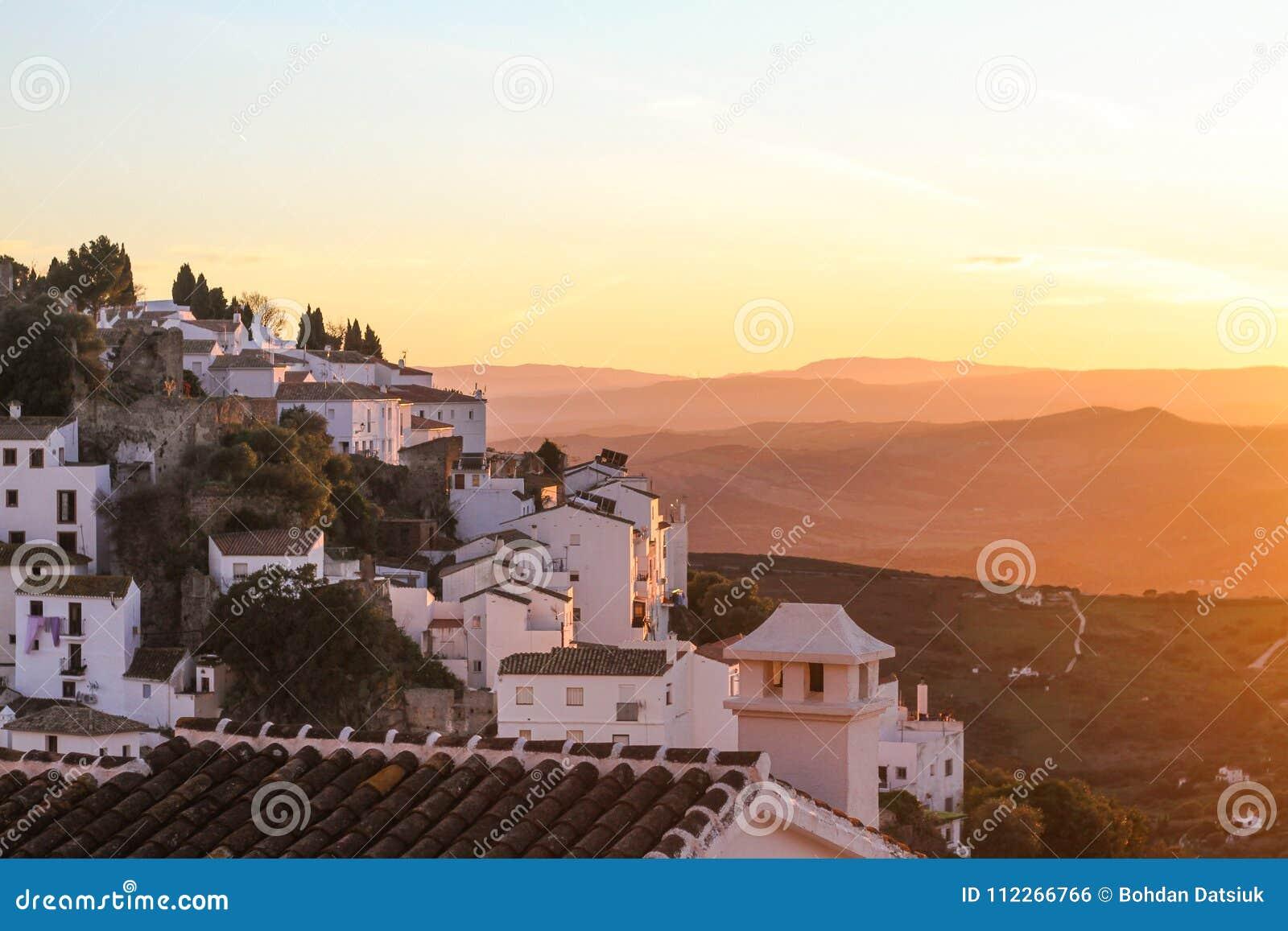 Παλαιό ηλιοβασίλεμα πόλης βουνών Λευκών Οίκων