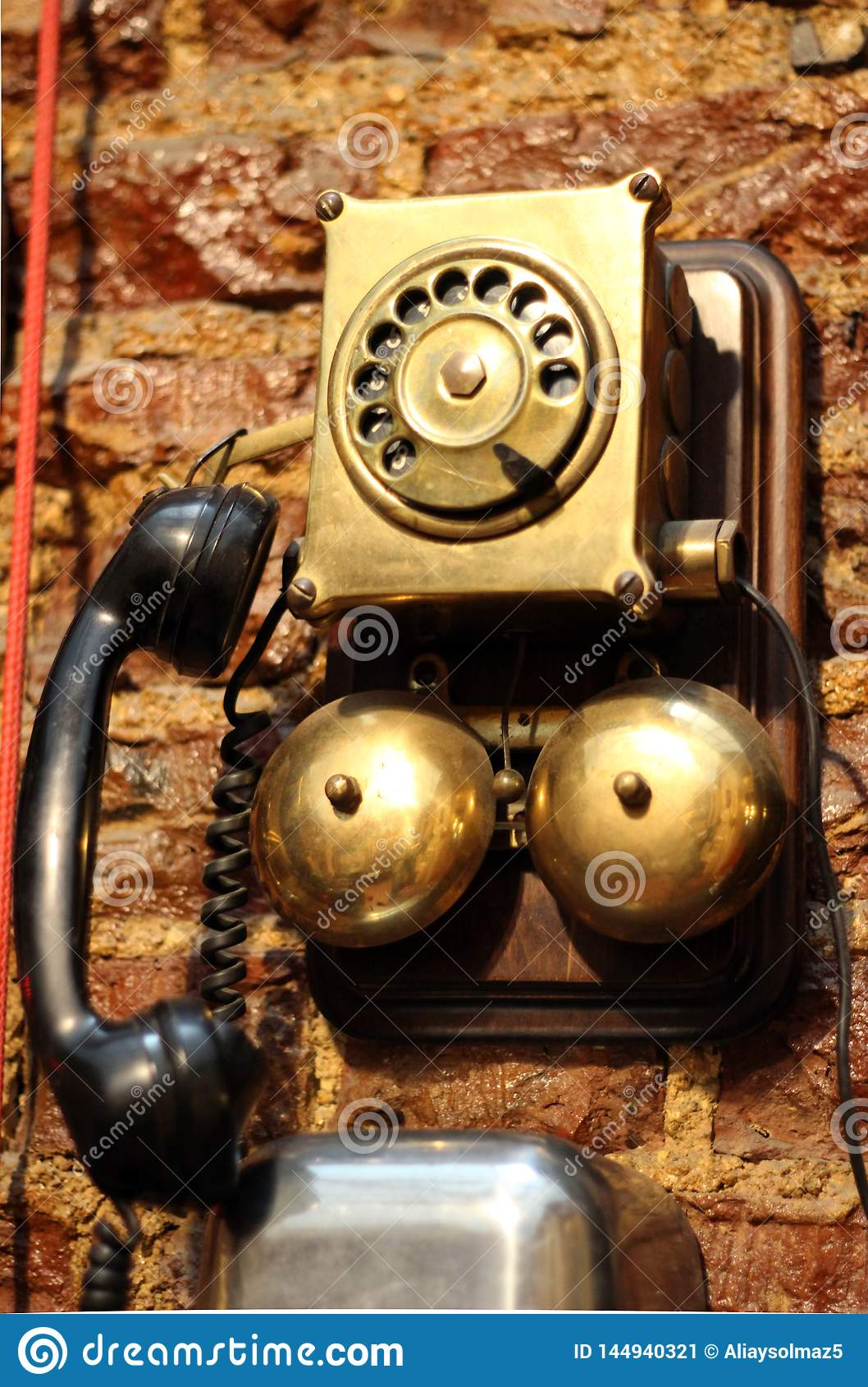 Παλαιό τηλέφωνο, πολύ παλαιό χρησιμοποιημένο εκλεκτής ποιότητας τηλέ