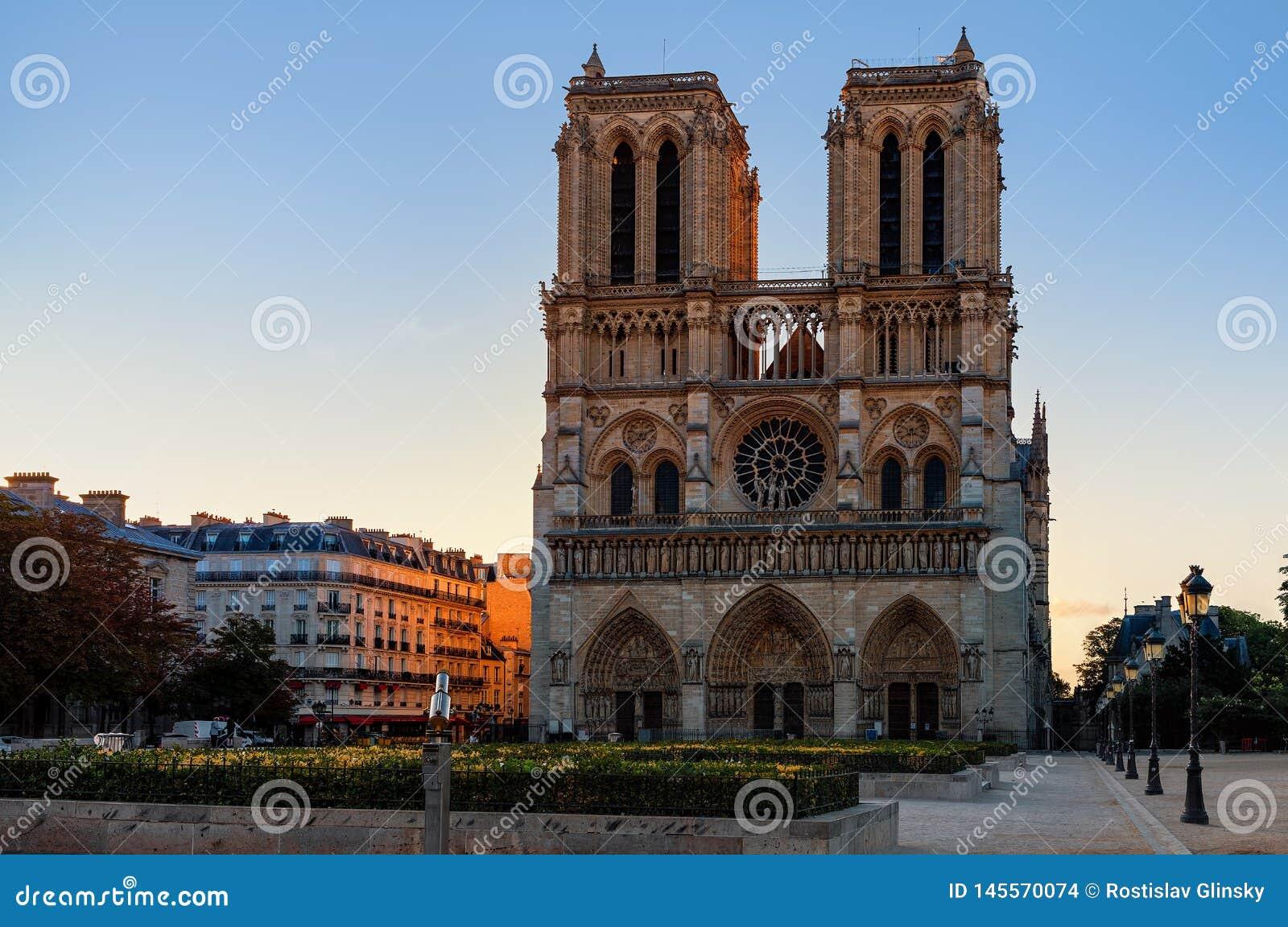 Παναγία των Παρισίων, Γαλλία