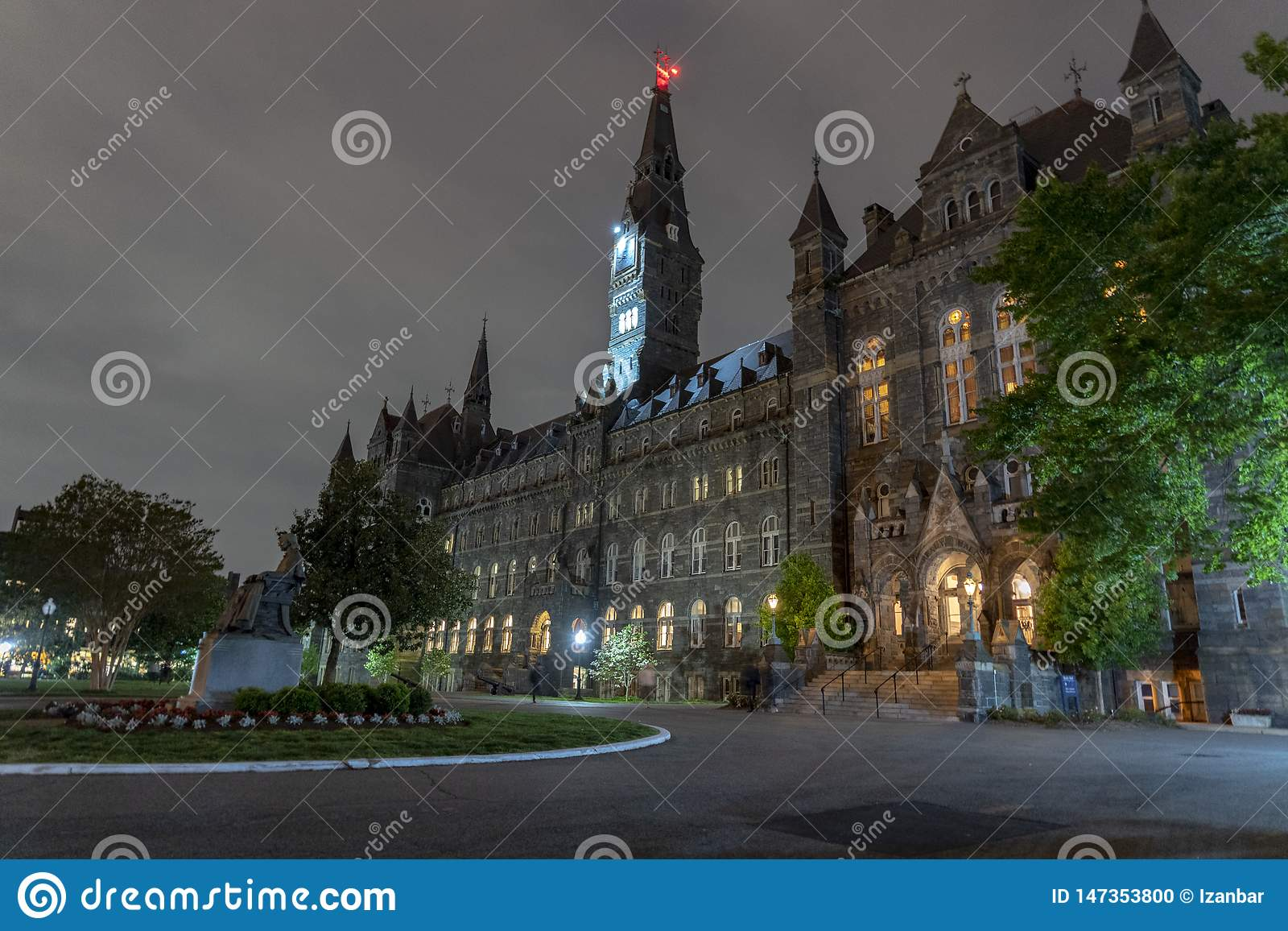 Πανεπιστήμιο της Τζωρτζτάουν που χτίζει τη νύχτα μέσα την Ουάσιγκτον DC