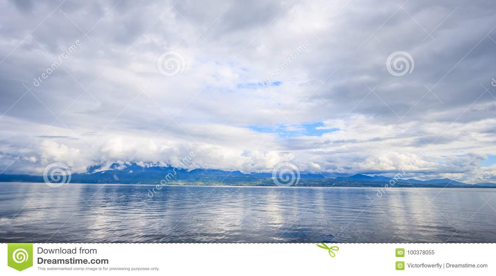 Πανοραμική άποψη της λίμνης Γενεύη, μια από την Ελβετία ` s οι περισσότερες ταξιδεμμένες λίμνες στην Ευρώπη, Vaud, Ελβετία Σχέδιο