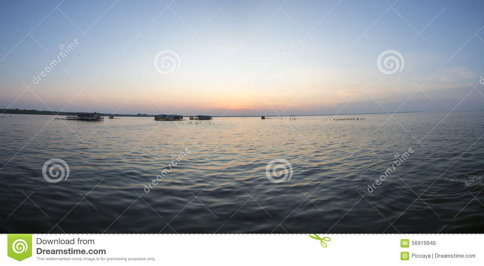 Πανοραμική άποψη του ηλιοβασιλέματος στη λίμνη Μαρακαΐμπο, Βενεζουέλα