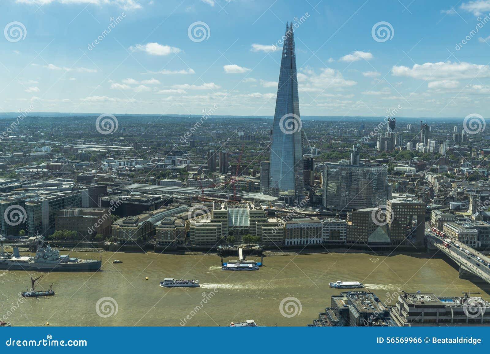Download Πανοραμική άποψη του Λονδίνου από τον κήπο ουρανού στην ομιλούσα ταινία Walkie Εκδοτική Εικόνες - εικόνα από αρχιπελαγών, μέταλλο: 56569966