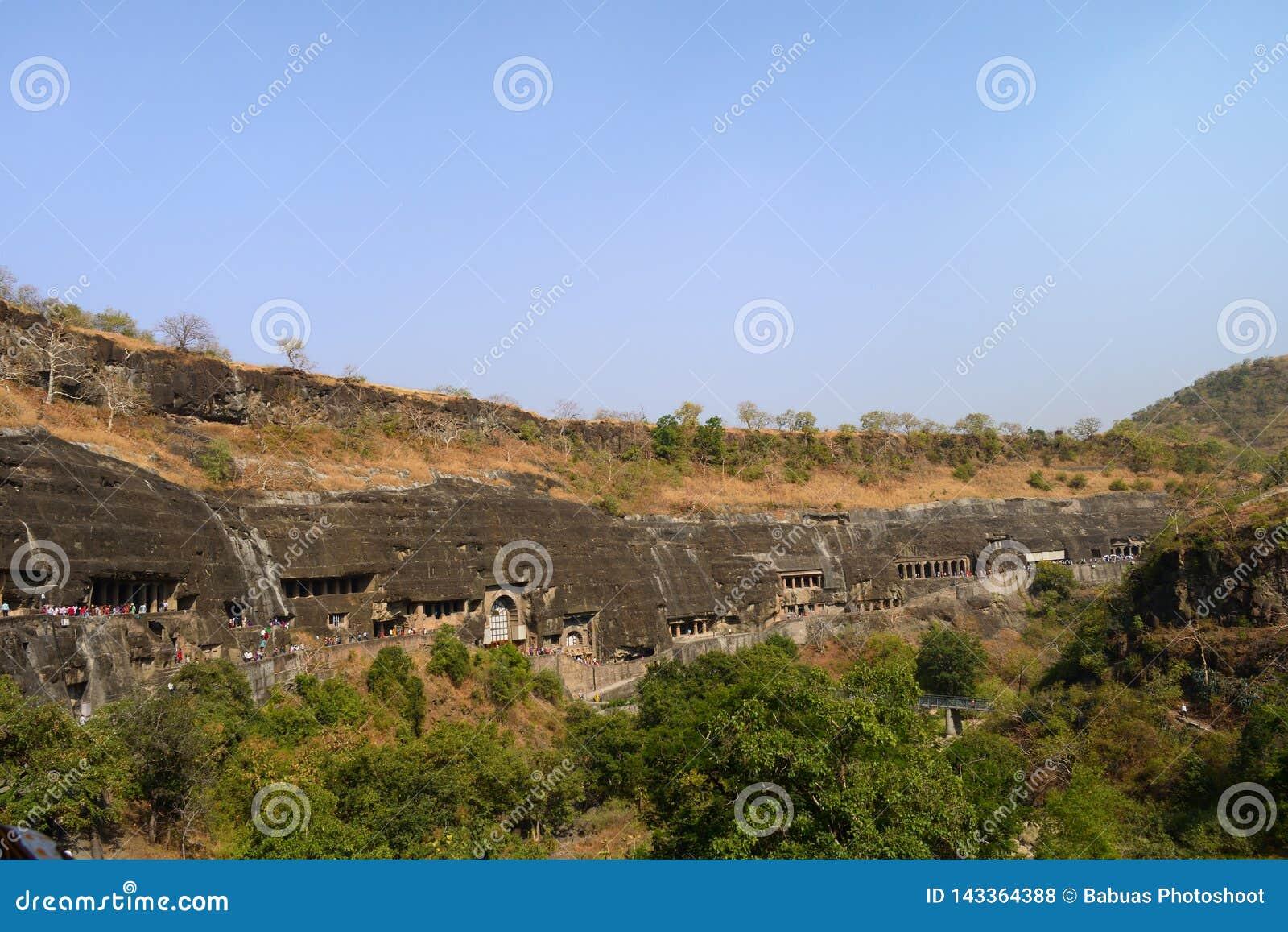 Πανοραμική άποψη των σπηλιών Ajanta