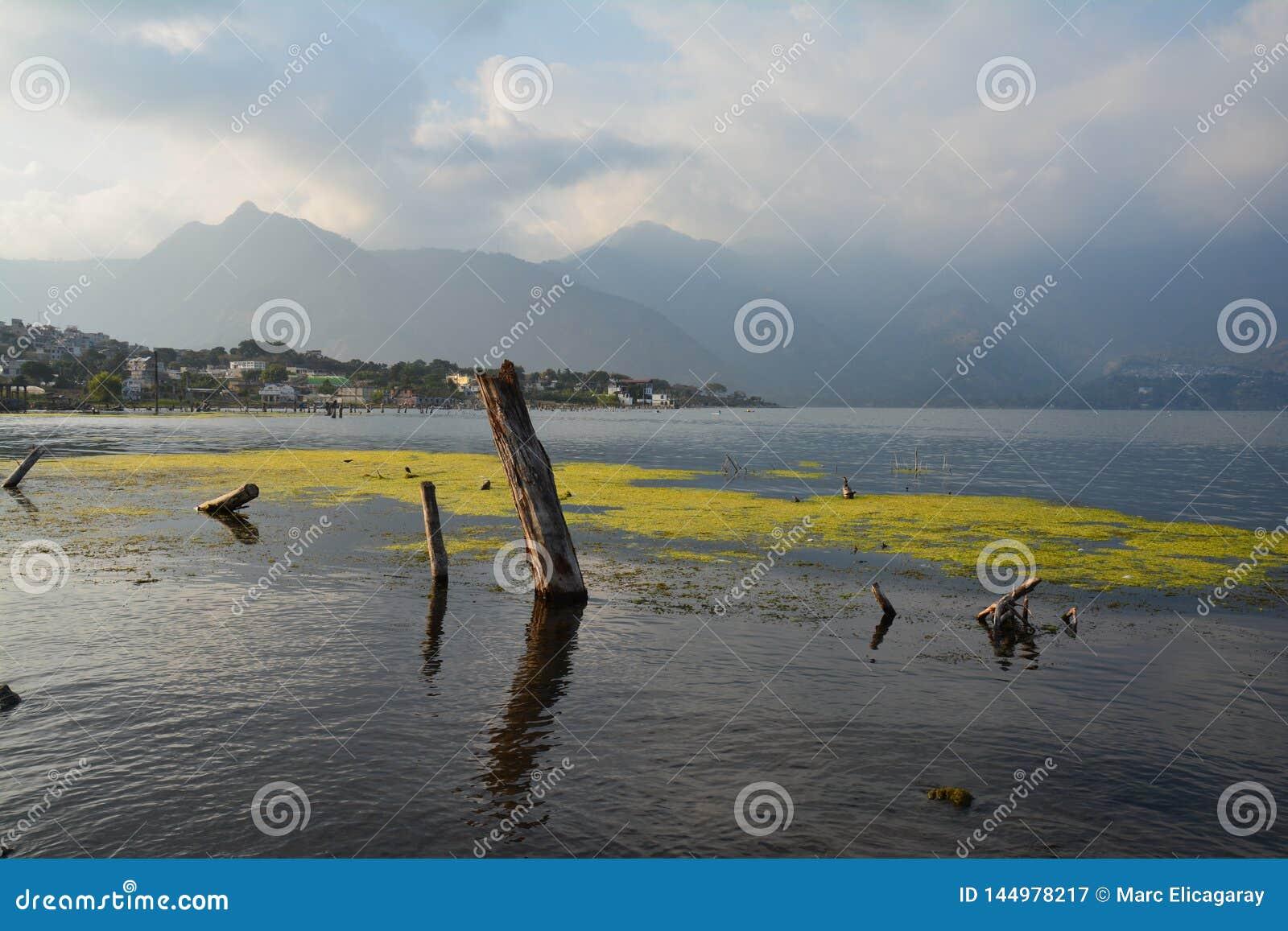 Πανοραμική λίμνη Γουατεμάλα Atitlan τοπίων