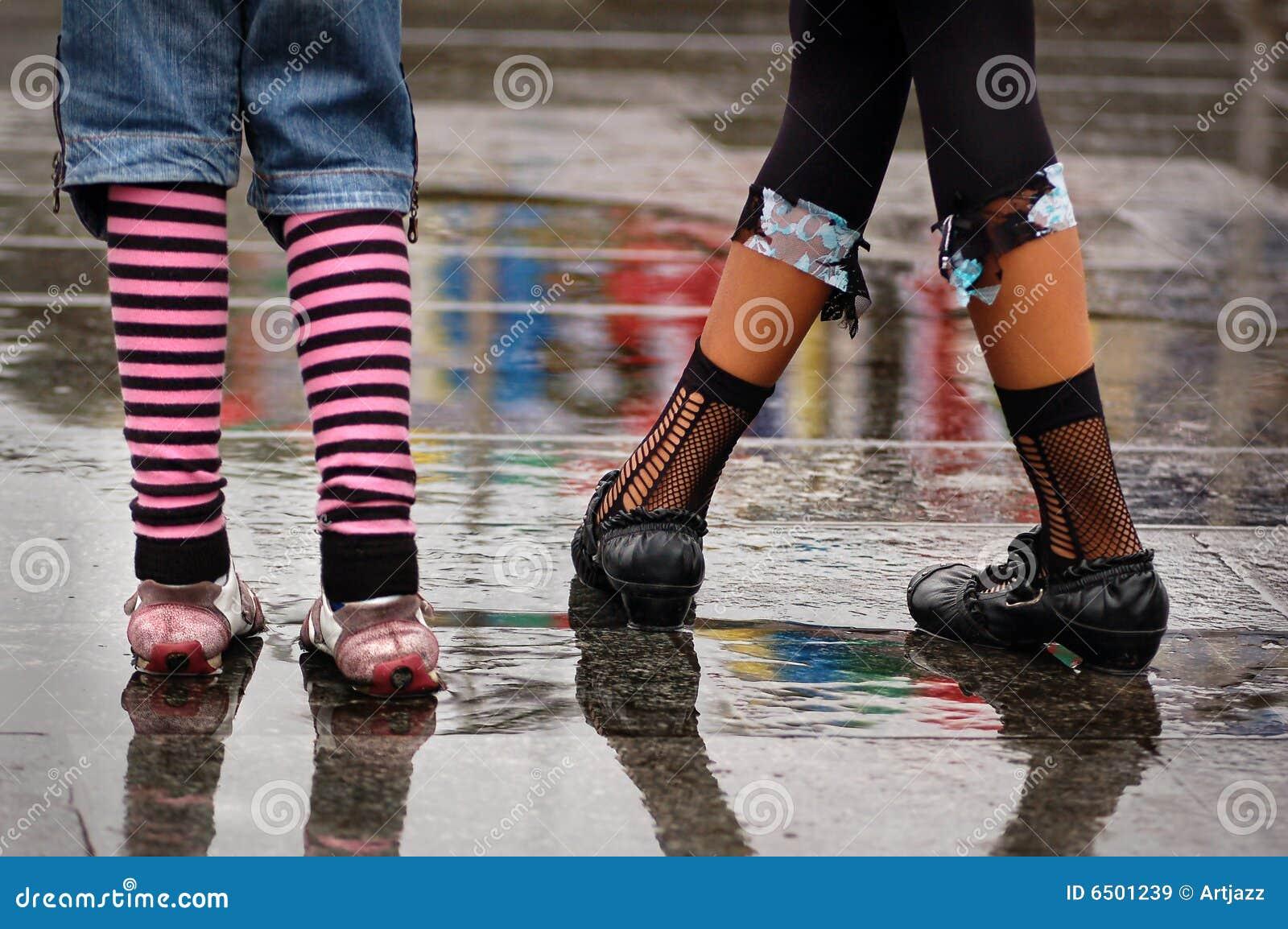 f5a50d7ba48 παπούτσια βροχής Emo που στέ&kap Στοκ Εικόνα - εικόνα από φρεσκάδα ...