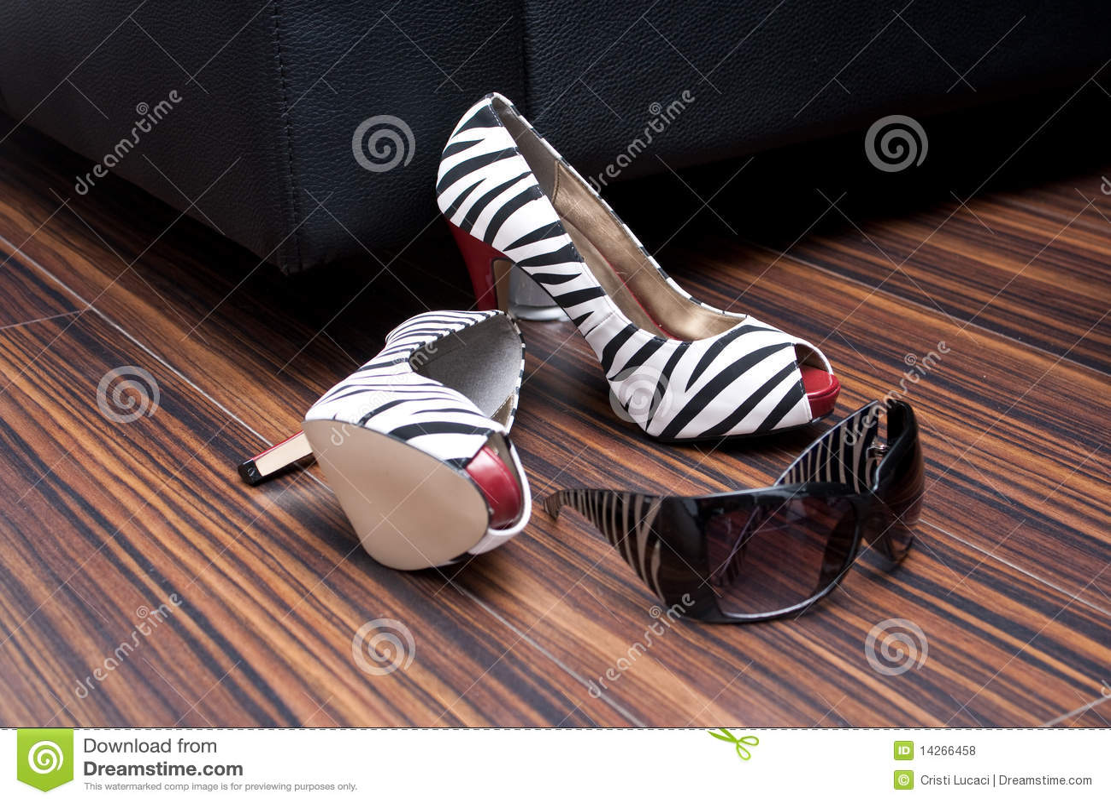 Παπούτσια και γυαλιά ηλίου