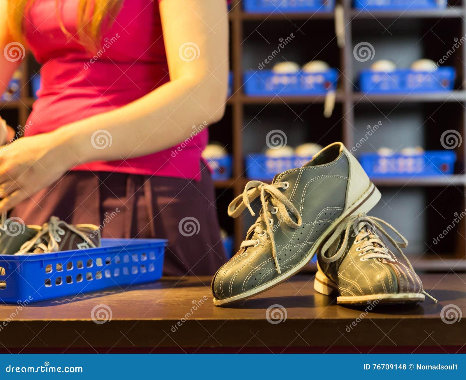 e0c0f7d87a9 Download Παπούτσια και καρφίτσες μπόουλινγκ Στοκ Εικόνες - εικόνα από  σύνολο, υποδήματα: 76709148