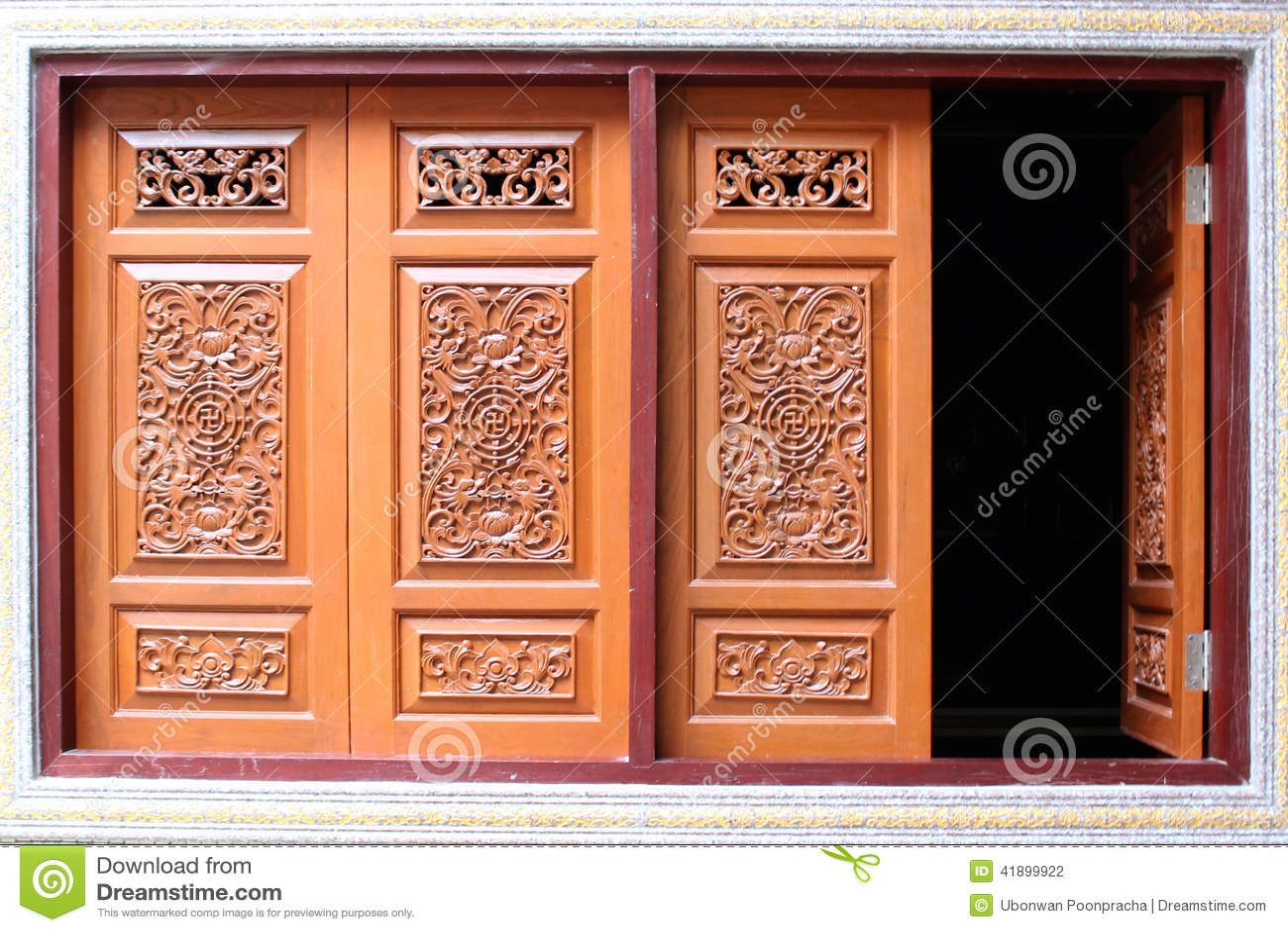 Παράθυρο ξύλινο που χαράζει του σπιτιού, κινεζικό ύφος στην Ταϊλάνδη