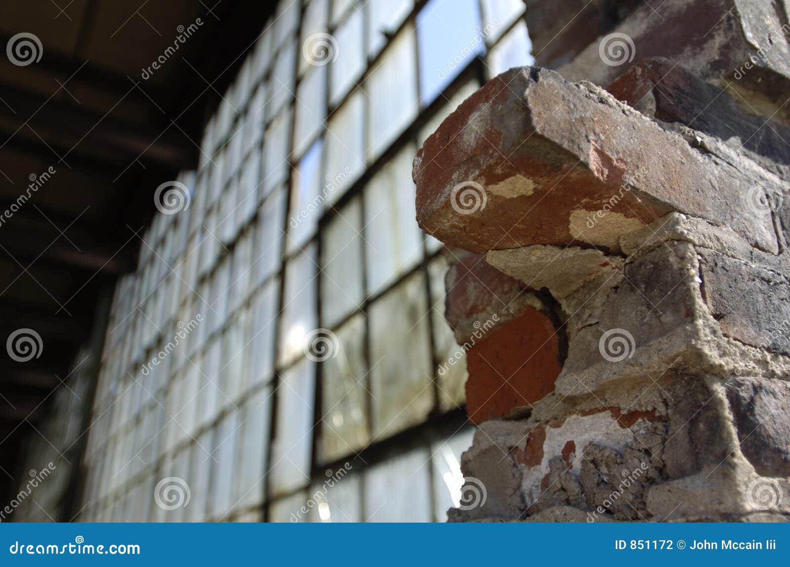 παράθυρο τουβλότοιχος