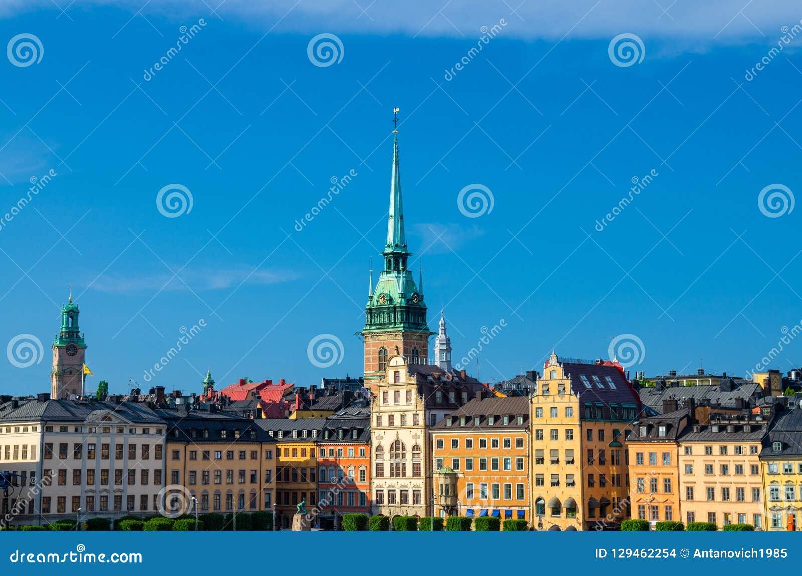 Παραδοσιακά κτήρια με τις στέγες και τους ζωηρόχρωμους τοίχους, Στοκχόλμη,